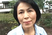 地味な五十路の専業主婦が若い肉棒に狂い家庭内不倫生活!佐倉純子