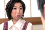 娘の旦那に夢中になる貧乳スレンダーな五十路義母!倉田江里子