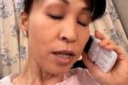 「浮気なんかしてないわよ〜」夫と電話しながら騎乗位で寝取られセックスに勤しむ五十路妻!波木麗子