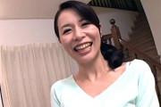 中出しハメ撮りで大股開きイキ顔晒してベロチューする細身の人妻!井上綾子