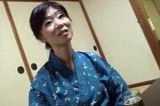 細身の垂れ巨乳熟女が温泉旅行でガンガン突かれビクビク痙攣!徳井泰子