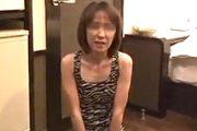 [投稿動画]ガリガリの素人おばさんが男達の穴奴隷にやって来た。2