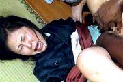 セフレの黒人に娘と一緒に巨根で陵辱される五十路女将!菊川麻里