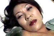 潤んだ唇がエロケバい黒乳首の熟女を縛りハメ撮り!上原光子