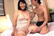 初撮りで生娘のように照れる還暦熟女が高速ピストンに驚き涙をこぼす!富士さかゑ