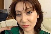 逆ナンパした若い男と3Pエッチする欲求不満の美人妻!安藤沙耶佳