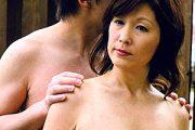 デカ乳輪の垂れ乳を揺らし息子のザーメン4連発を浴びる母親!根元純