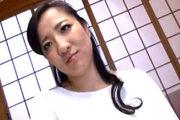 パート先の同僚に誘われ温泉旅館で浮気する豊満な爆乳人妻!秋吉多恵子