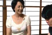 清楚で上品なショートカットの五十路熟女が息子の同級生に中出し和姦されスケベな本性を曝け出す!染谷京香