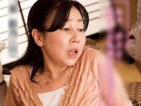 地味な五十路熟女が温泉旅行に持参したリモコンバイブを息子に見つかり高速ピストンされてイキまくる!三井彩乃