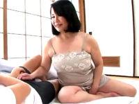 セックス大好きな巨乳の還暦熟女が娘の旦那を誘惑してアヘ顔エッチ!宮前奈美