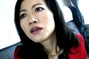 温泉旅行で旦那に隠れ2人の男に寝取られる美人妻!永井智美