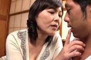 肉体労働者の若く逞しい体を物色する熟女人妻が連続ザーメンごっくん中出しエッチ!円城ひとみ