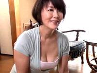隣の独身男性をミニスカートで誘惑して中出しエッチする浮気人妻!円城ひとみ
