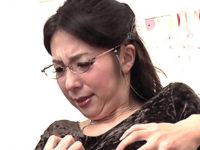 五十路美魔女の教育ママが教師との不倫を生徒に知られ性処理肉便器に堕とされる!一条綺美香