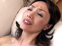 若いチンポに出っ歯モロ出しでアヘ顔絶叫する還暦熟女!隅田涼子
