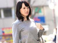 若いイケメンにナンパされ興奮して乱れ狂う五十路美魔女!安野由美