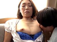 糸をひくマン汁を垂らす茶髪のエロケバい五十路熟女!高山佳代子