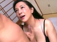 妖艶な五十路熟女が若い彼氏とやりまくり絶叫アクメ!服部圭子