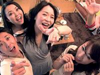 欲求不満のおばさん達が若い男達との合コンで酒に乱交エッチ!井上綾子・藤澤美織