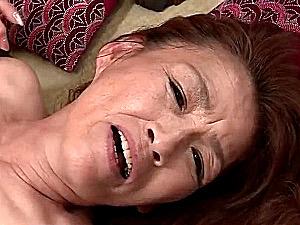 パイパン七十路熟女のお婆ちゃんが孫に強烈ピストンされ垂れ乳揺らし大絶叫中出しエッチ!谷房枝
