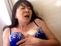 若い男のナンパに興奮したピンク乳首の五十路熟女がアヘ顔大絶叫で中出しハメ撮り!真下ちづる