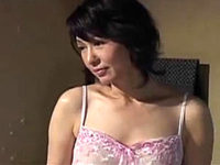 実の息子に激しく突かれ汗だくで大絶叫する還暦熟女の母親!里中亜矢子