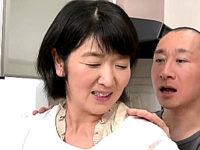 ごく普通の五十路熟女がそそり勃つチンポにしゃぶりつきフェラ抜き!上島美都子