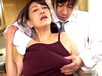 若いセフレと自宅でやりまくり激しい腰振りで乱れる肉食の五十路人妻!近藤郁美