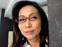 エロケバい女医が診察中に若いED患者を痴女って職権濫用エッチ!松下美香