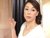 垂れ乳の熟女母が息子の同級生と汗だく3Pエッチ!青井マリ
