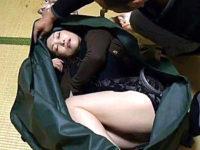 催眠ガスで眠っている間に凌辱される色っぽい熟女!黒木小夜子