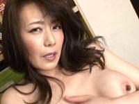 「セックス大好き〜」ド変態な美魔女寮母が男子寮生の若いチンポを激しいエッチで喰い漁る!三浦恵理子
