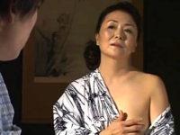 夫と息子と淫らな性生活を送る田舎の還暦熟女!松岡貴美子