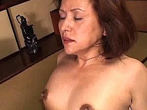 黒乳首のエロケバい還暦熟女が潮吹き痙攣イキ!加藤貴子
