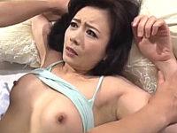 息子の同級生に夜這いされ脳天を突き抜ける快感に溺れる美熟女!三浦恵理子