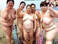 性欲旺盛な五十路・還暦熟女がパコバスツアー!フェラ抜きザーメンごっくん!青姦放尿するおデブ熟女達!