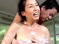 お椀型巨乳の還暦熟女が温泉旅行で大絶叫中出しエッチ!東條志乃