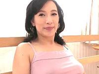 上品な五十路熟女が初撮りで20年ぶりの中出しエッチ!服部圭子