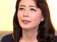 「おチンチンないとダメな体になっちゃった〜」夫が出勤すると性獣になる美魔女!三浦恵理子