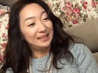 上品な五十路熟女がナンパされ車の中で潮吹き大絶叫!永山麗子