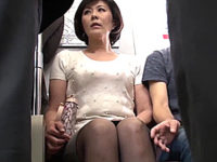 ノースリーブの巨乳マダムが電車の中で中出し和姦!円城ひとみ