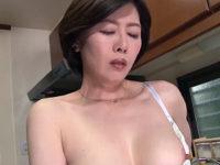 ピンク乳首の色っぽい美熟女が息子の朝勃ちチンポで中出し近親相姦!羽鳥澄香2