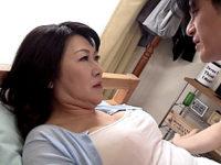 「もっとして〜」五十路義母が夫の連れ子と淫らに楽しむ二重生活!安立ゆうこ