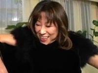 高飛車で黒乳首の社長夫人が社員と中出しエッチ!岡田久美子