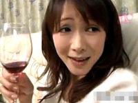 酒に酔った垂れ乳の童顔熟女にセンズリを見せつけ中出しエッチ!滝沢さゆり