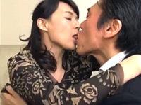 息子の担任教師と浮気して調教される五十路美魔女の母親!安野由美
