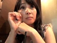 男に飢えた五十路美魔女が大学生を逆ナンパしてザーメン搾り取り!安野由美