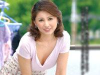 綺麗で色っぽい叔母がイケメンの甥っ子を拒めず中出しエッチ!松嶋友里恵