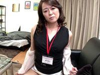 ムッチリ熟女の保険外交員が男性客を枕営業して痙攣絶叫!栗野葉子